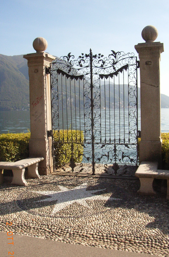 Classic-gate-with-two-hinged-doors-in-wrought-iron-with-ornamental-decoration-handmade